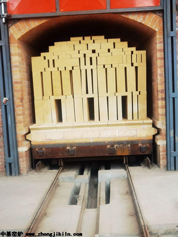 洛阳迈乐耐火材料有限公司168全自动智能控制零膨胀硅砖隧道窑